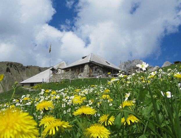 Bern-Hüttengeschichte-Berge
