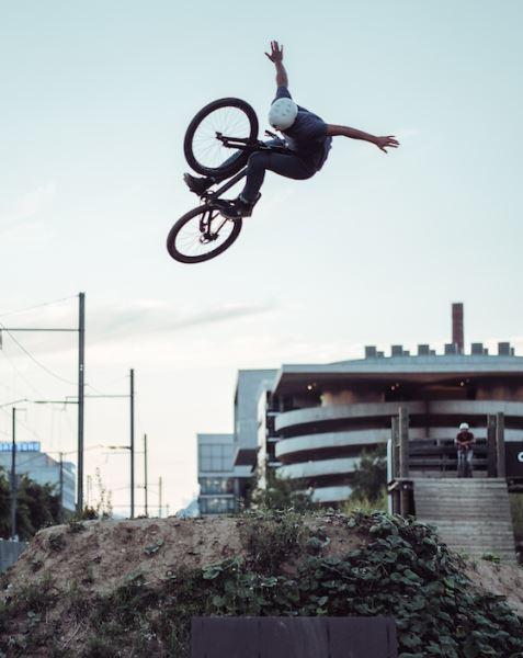 CYCLE WEEK_Lucas Huppert fliegt_©Cédric Freivogel_k